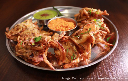 Rains and Kanda Bhaji – an awesome combination